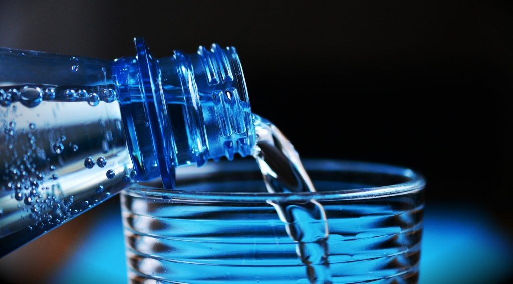 水 を たくさん 飲む 人